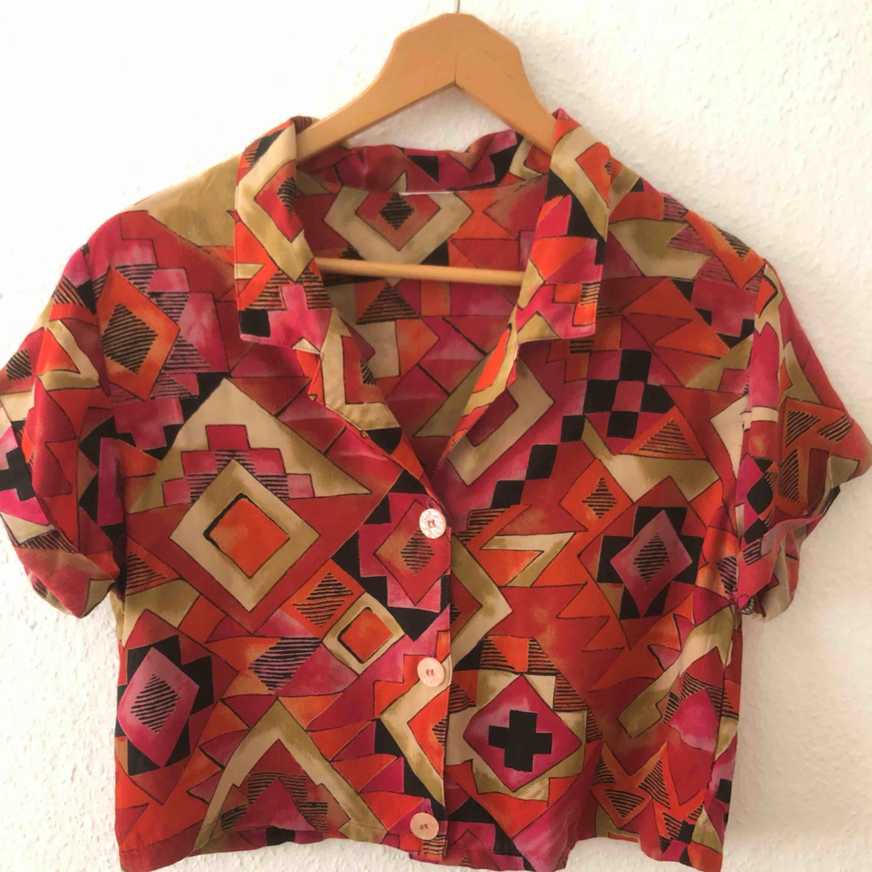 Så fin croppad skjorta från Beyond Retro. Använd en gång. Frakt ingår. . Skjortor.
