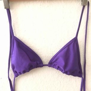 Söt lila bikiniöverdel! Använd två gånger. Frakt ingår.