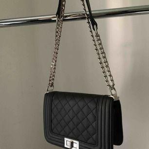 Klassisk och snygg väska