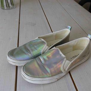 Holografiska skor, i nyskick