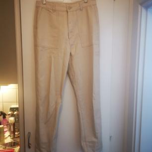 Oanvända byxor från PULL&BEAR inköpta i våras. Säljes pga fel storlek.