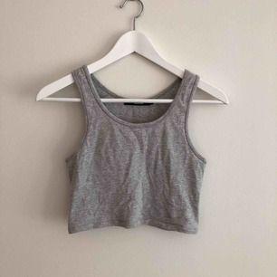 Grått linne som är sparsamt använt utan slitningar.  Kan mötas i Göteborg eller frakta mot fraktkostand🌈