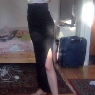 Svart stretchig maxikjol