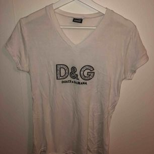 Snygg tunnare t-shirt, använd 1 gång!