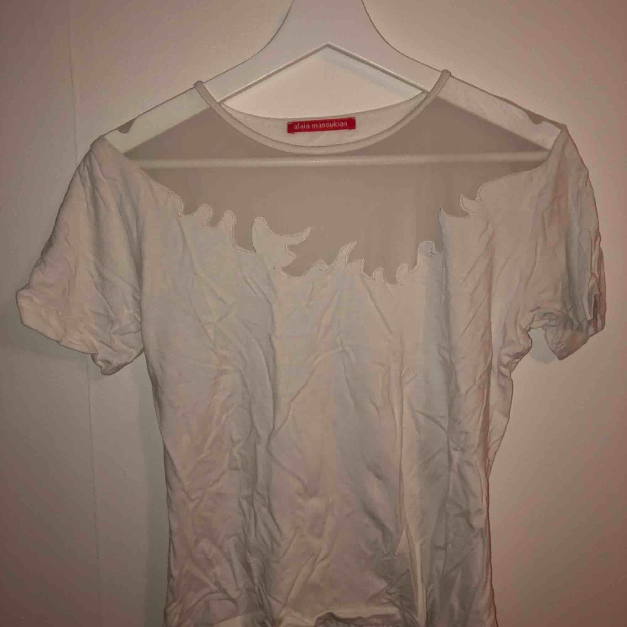 Skitsnygg t-shirt från Alain Manoukian som tyvärr inte blir använd.. T-shirts.
