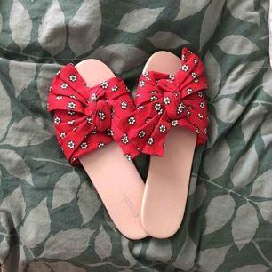 Helt nya! Passade tyvärr inte min fot super fina! Aldrig använt! 🌻