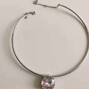 Stelt halsband som ej kommer till användning längre så tänker att det är dags att sälja nu. 🤗  Frakt ingår ej. Jag tar swish.