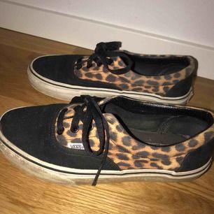 Säljer mina leopard vans som jag köpte i Frankrike. Säljer skorna då dem är för små för mig idag.  I använt men bra skick!  Storlek: 38