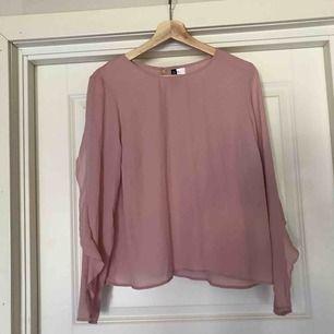 Aldrig använd rosa blus från hm storlek 44  Passar S/M