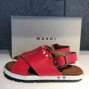 Underbara sandaler från Marni. Skönaste man kan hitta med mjukt läder. Endast använda 2 ggr pga för stora för mina 36-fötter.