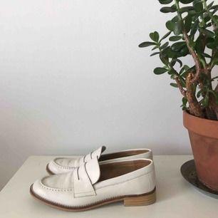 Vita loafers från mango, aldrig använda utomhus