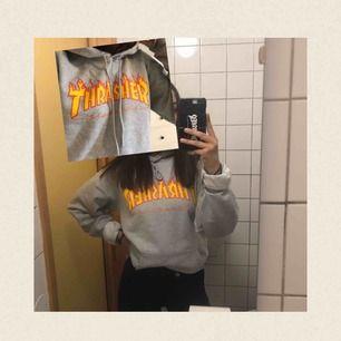 grå thrasher hoodie (givetvis äkta) || köpt för 949kr på hollywood || 500kr + frakt || kontakta vid intresse 🧡