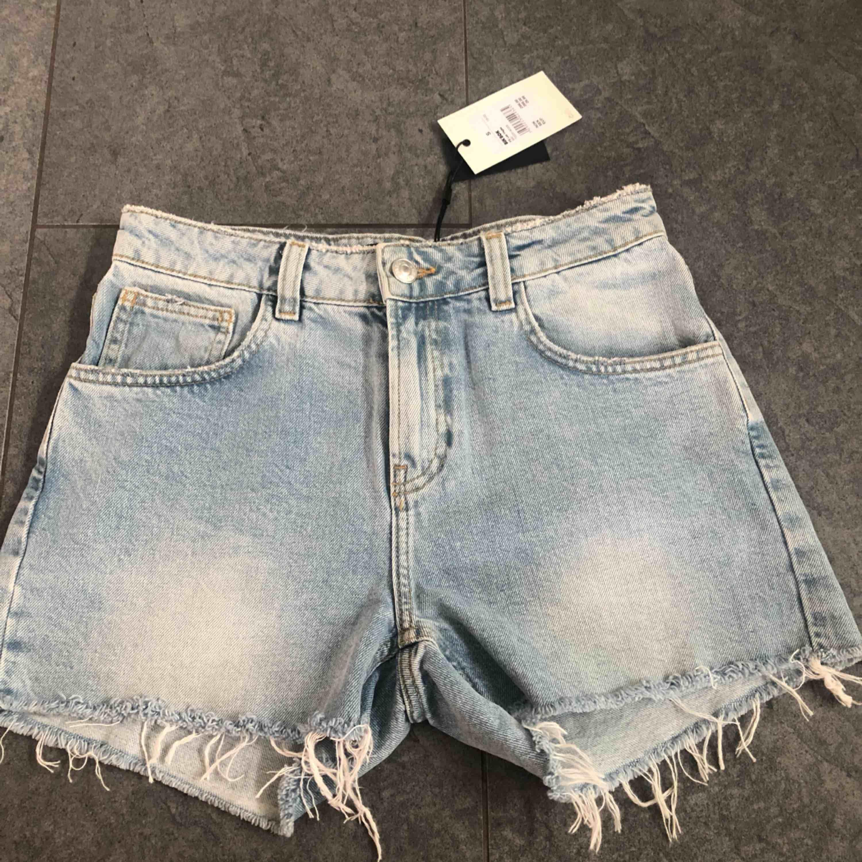 helt nya shorts från bik bok i strl S! ordinarie pris: 299kr.  betalning via swish och eventuell frakt tilläggs (54kr). kan även mötas i malmö🌼. Shorts.