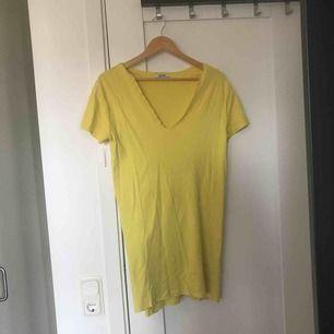 Najs gul klänning perfekt till sommaren!