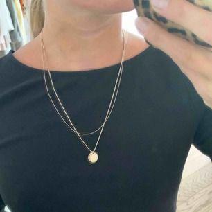 Två-delat halsband i rosé. Köpt från H&M. Frakt ingår!