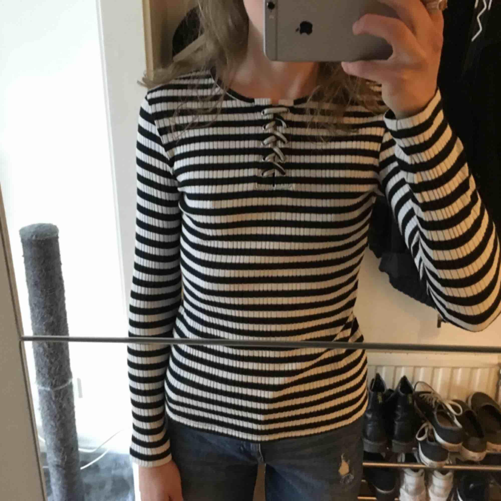 Helt ny randig tröja från Lindex i stl 146/152 men passar en XS. . Tröjor & Koftor.