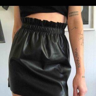 Sjukt snygg kjol köpt här på plick som ej kommit till användning. Den har inga slitningar eller så och är superfin! Kan mötas i Göteborg eller skicka🌈