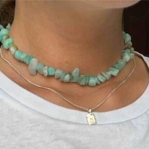 Halsband av amazonit stenar. Elastisk tråd. Frakt 10kr💘 Instagram: @byviolajewelry