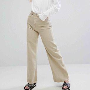 Såå snygga ACE jeans från Weekday i mycket bra skick! Säljer pga fel passform för mig. 💗