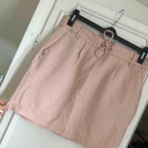 Helt ny ljusrosa kjol från Only, aldrig använd pga fel storlek!