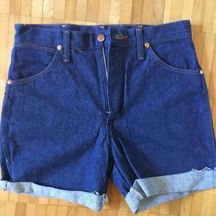 Nästintill oanvända jeans-shorts från Wrangler.