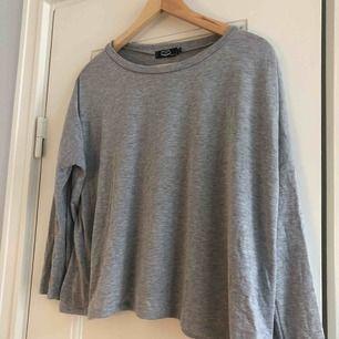 En tröja från Crocker. Storlek small, damstorlek. Skick: 7/10. Levereras nytvättad. Postas endast, (18kr) frakten är inräknad i priset. Mvh Marija & Nugget