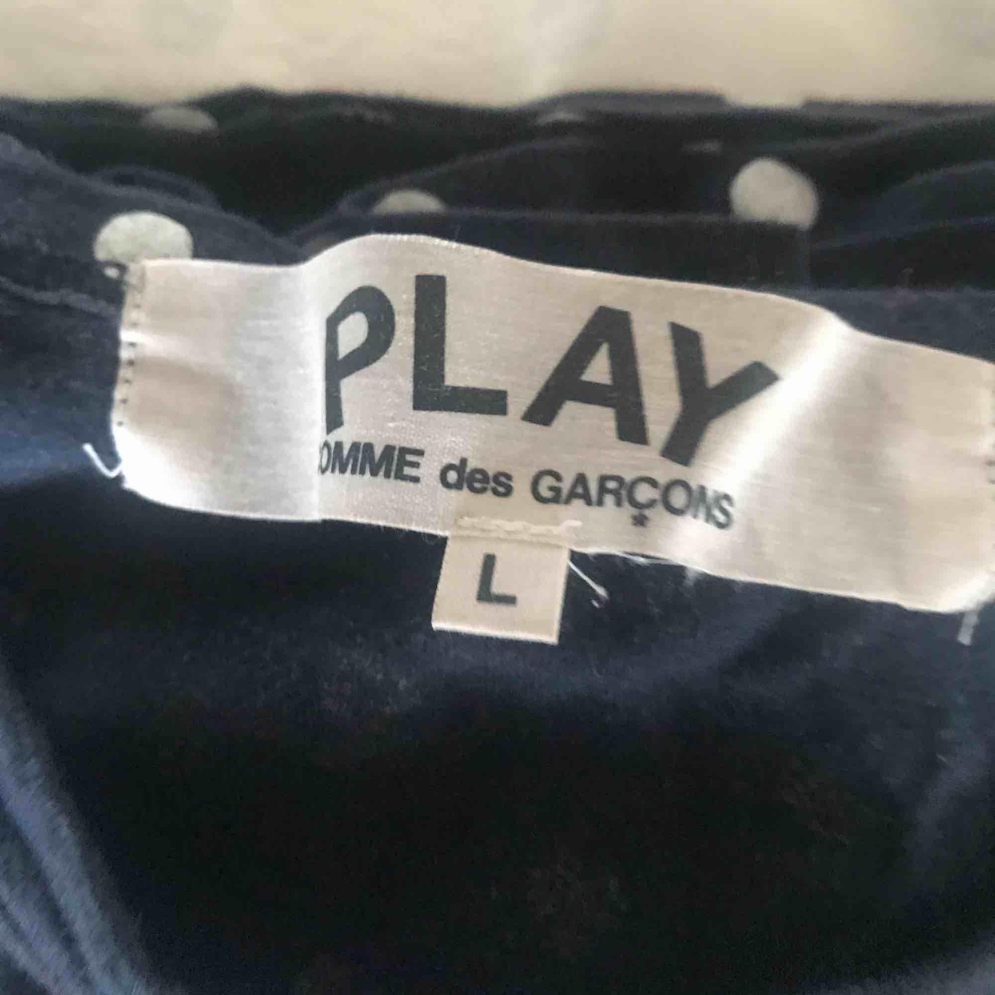 Cdg longsleeve i L. Sitter som S. T-shirts.