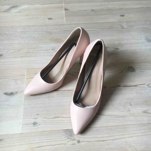 Dorothy Perkins skor i ljusrosa. Kan även skickas!