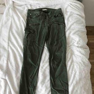 Gröna jeans i stretchigt material från Gina!