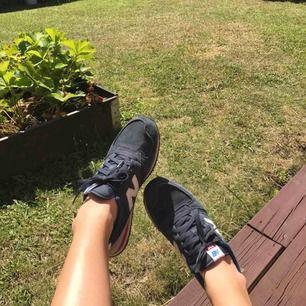 Fina New Balance skor, nästan aldrig använda så bra skick. Frakt ingår i priset.