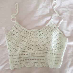 Virkat linne som passar perfekt i sommar! OBS ena bandet sitter lite löst!