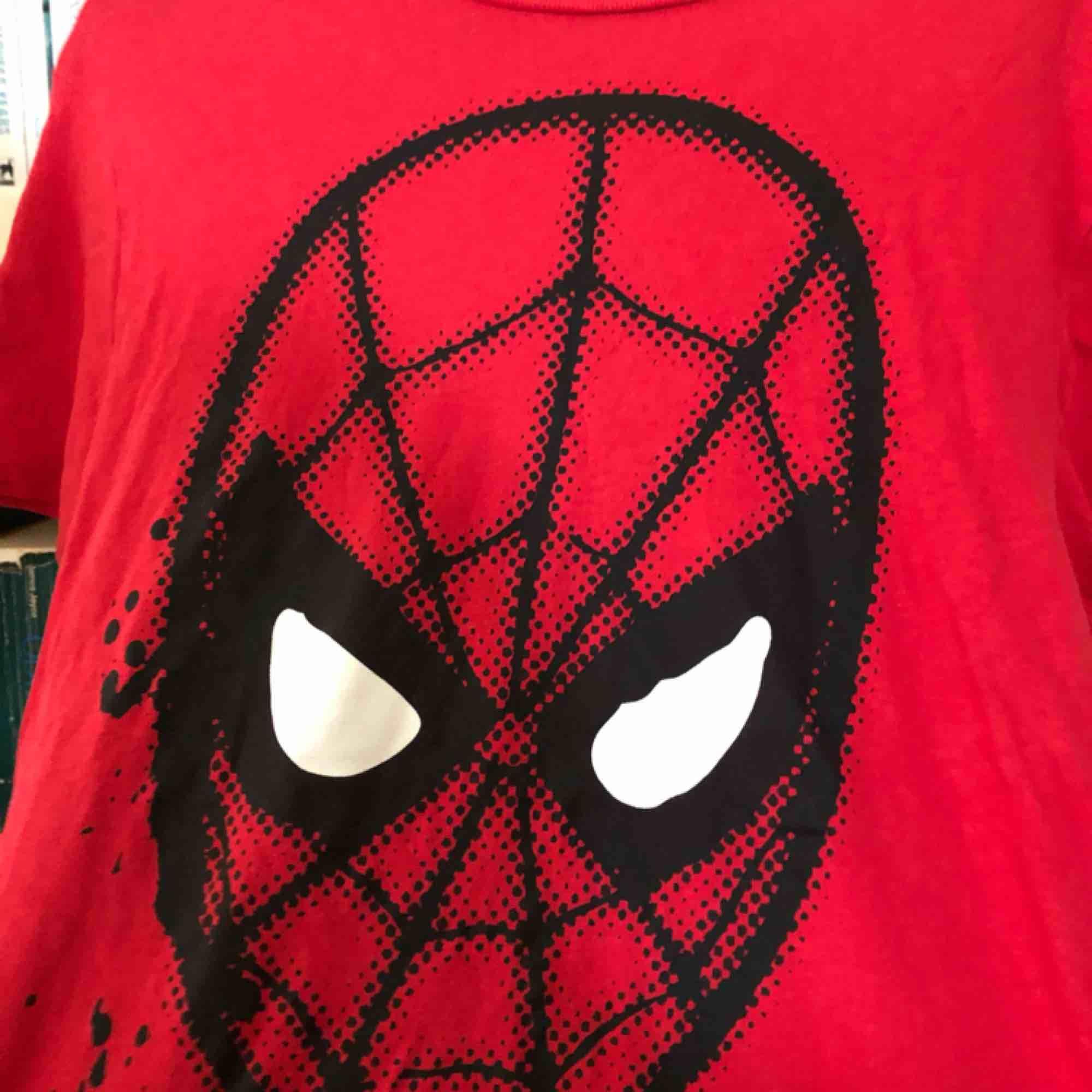 Tröja från Primark med Spiderman motiv❤️. T-shirts.