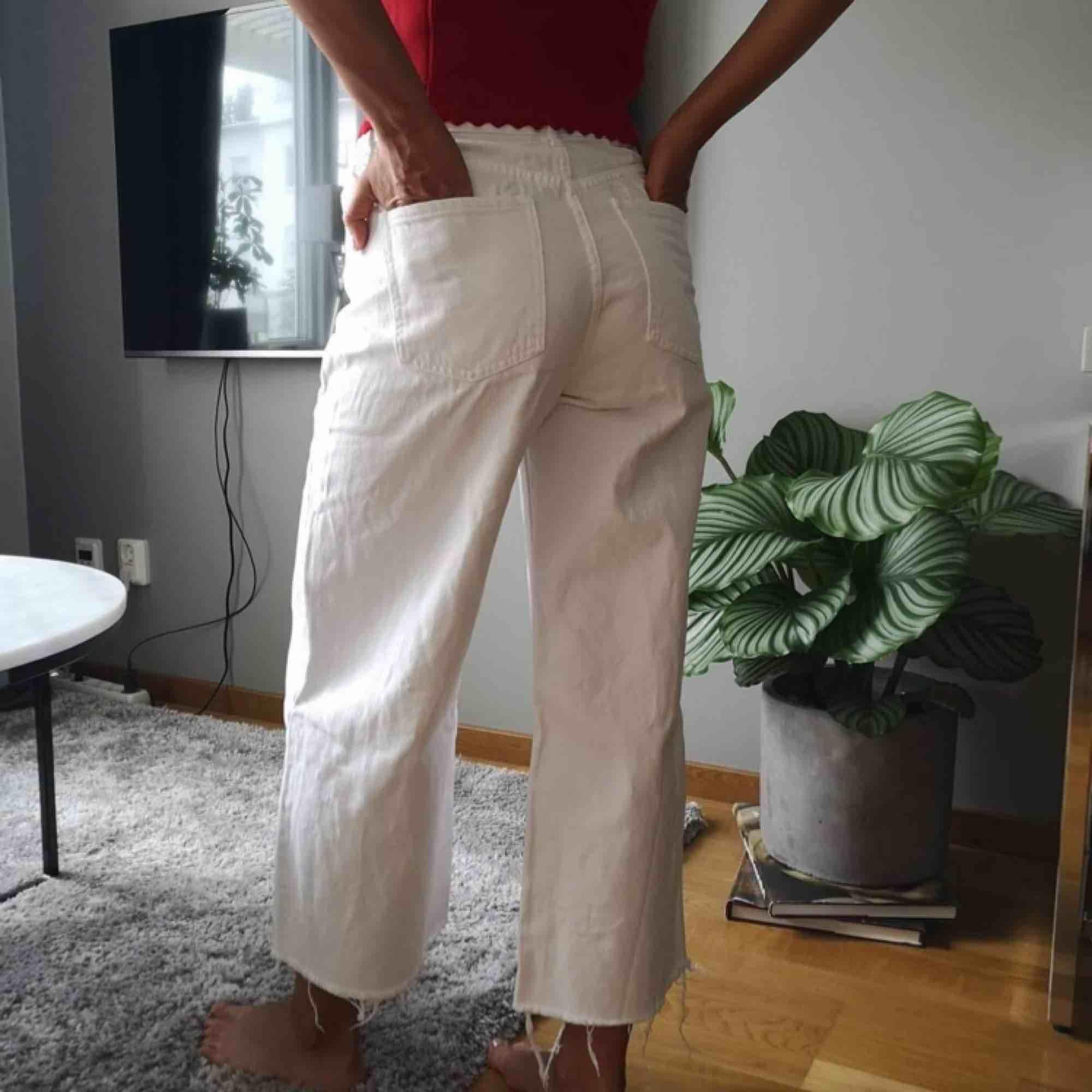 Fräscha byxor från River Island, säljes då de är lite för stora för mig. Storlek 6, passar XS-S. Använda fåtal gånger så de är i väldigt fint skick!. Jeans & Byxor.