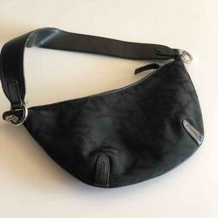 Liten väska ifrån DKNY, aldrig använd. Pris exklusive frakt 🌸