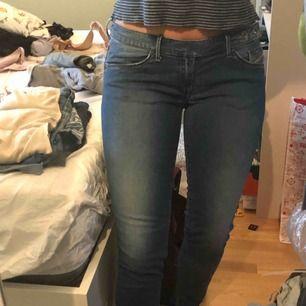 Diesel jeans med låg midja i perfekt skick.
