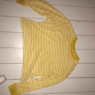 Fin tröja från HM. Liten i storleken