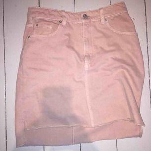Ljusrosa jeans kjol
