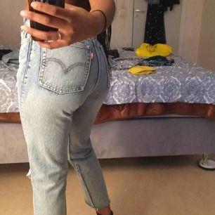Helt nya Levis jeans till salu. I modellen 502 Storlek XS/25  (W25 L 26) Använd vid två tillfälle. Tar Swish och fraktar.