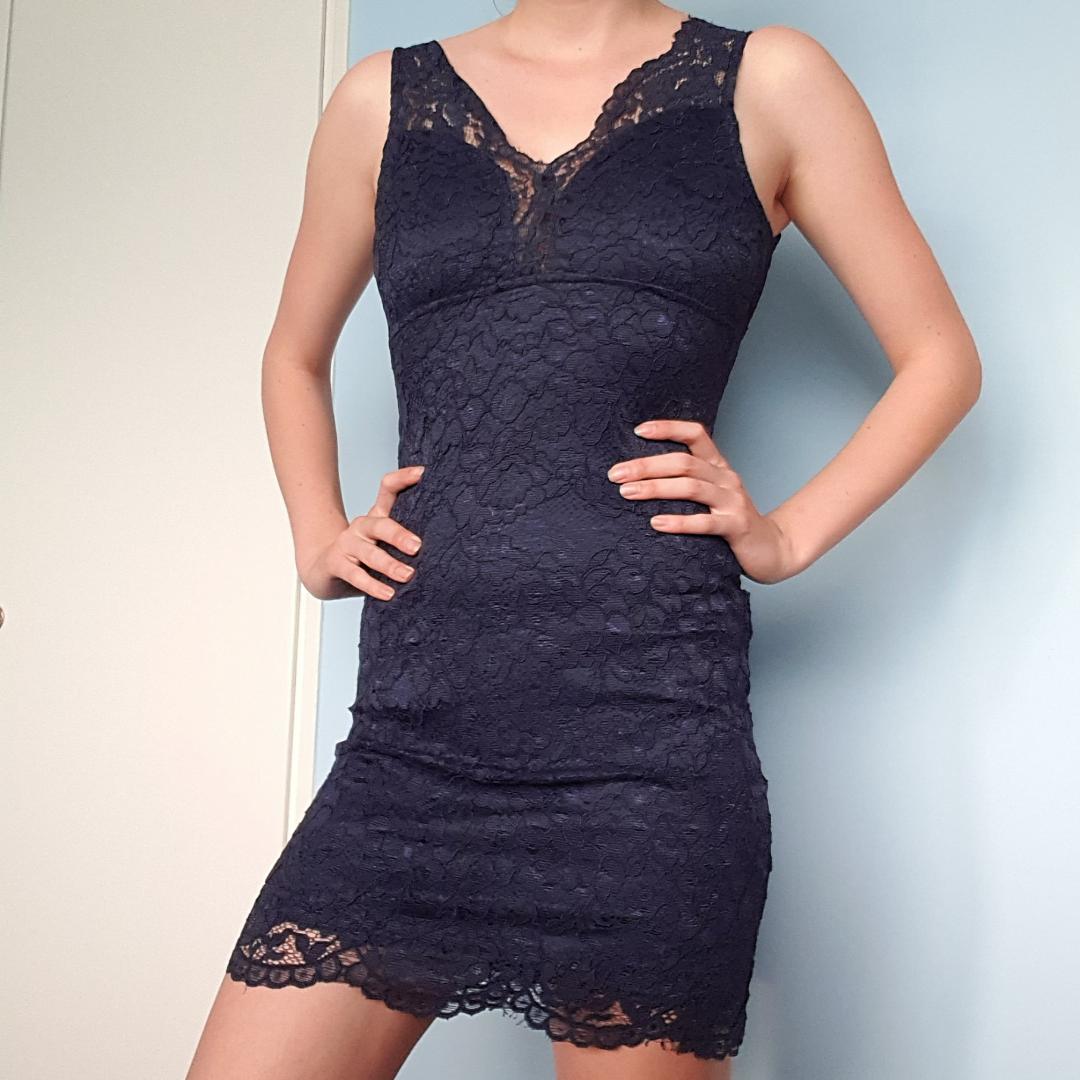 Spets klänning i fint skick. Klänningar.
