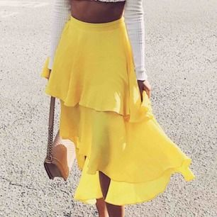 Gul gullig kjol ifrån Nelly💥 första bild ifrån Kenzas blogg :) använd 1 gång och köparen betalar frakt 🌼