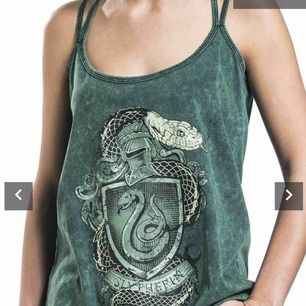 Slytherin linne 150kr inkl frakt Nypris 239kr  Oanvänd Från emp shop