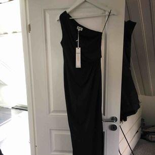 Sjukt snygg långklänning från bubbleroom , säljer då jag har en exakt likadan Storlek 36