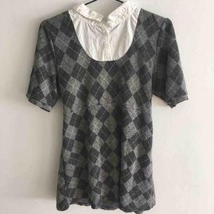:) Hej varmt välkommen jag säljer här en underbar klänning från H&M DIVIDED i storlek Large postar endast allt jag säljer eftersom jag helt enkelt inte har tid till att mötas upp. Betalning sker via swish. I priset ingår såklart frakten :)