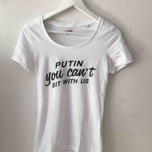 Fet tisha från faggot apparel!! Väldigt varsamt använd Köparen står för frakten⛹🏼♂️