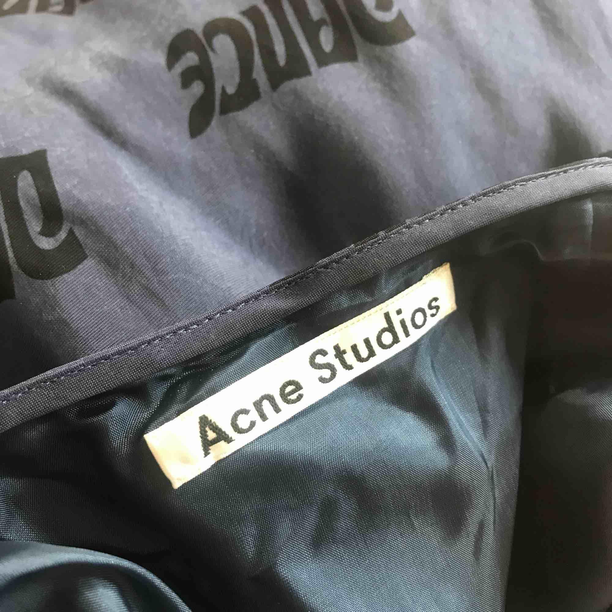 Acne A-line skirt storlek 32. passar mig som brukar ha 34-36. Använd två gånger. Nypris 3700kr . Kjolar.