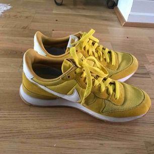Säljer mina gula Nike skor i storlek 38. Köpare står för frakt 🌸