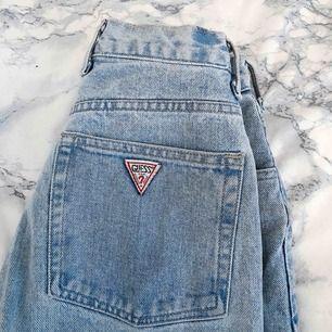 GUESS-jeans köpta på beyond retro, nypris 329:- Använda 1 gång. Så himla feta!  Frakt på 59 inkluderat i priset.