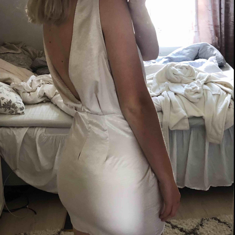 Finaste klänningen 🦋 endast använd vid 1 tillfälle. . Klänningar.