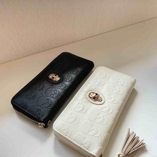 Två fina plånböcker i väldigt bra skick som säljs pågrund av aldrig användning