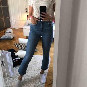 (Bootcut) Jeans från Gina, köpta i storlek 34 men skulle passa någon i S! Säljs då de inte kommer till användning